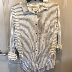 NEW universal threads button down top